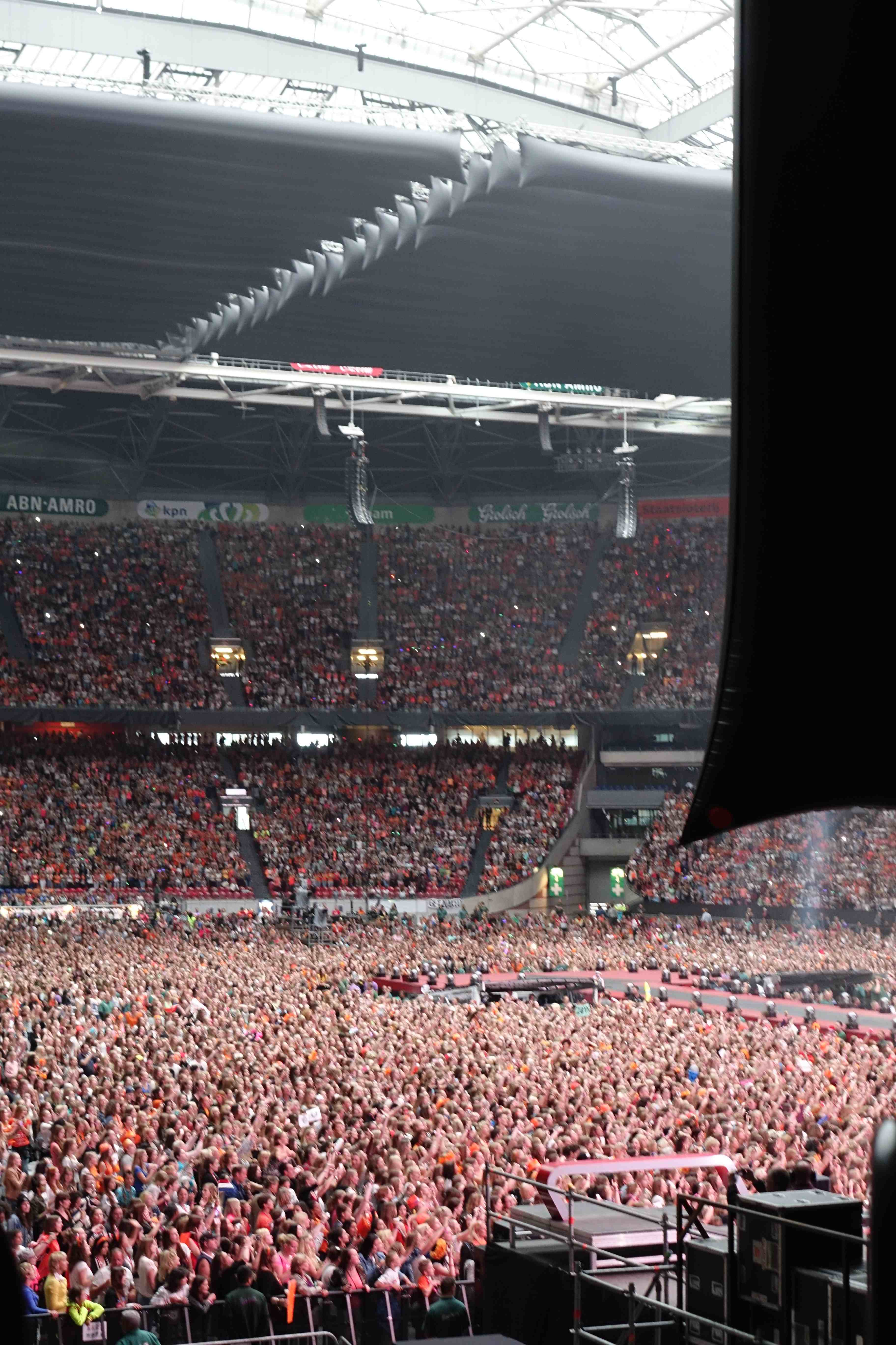 aQtubes at Amsterdam Arena